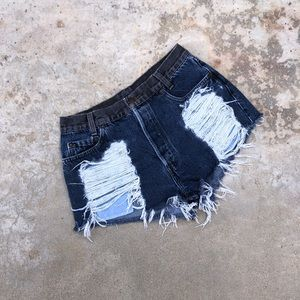 Levi's | Distressed Shorts